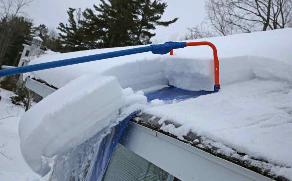Очистка от снега крыши. Приспособления