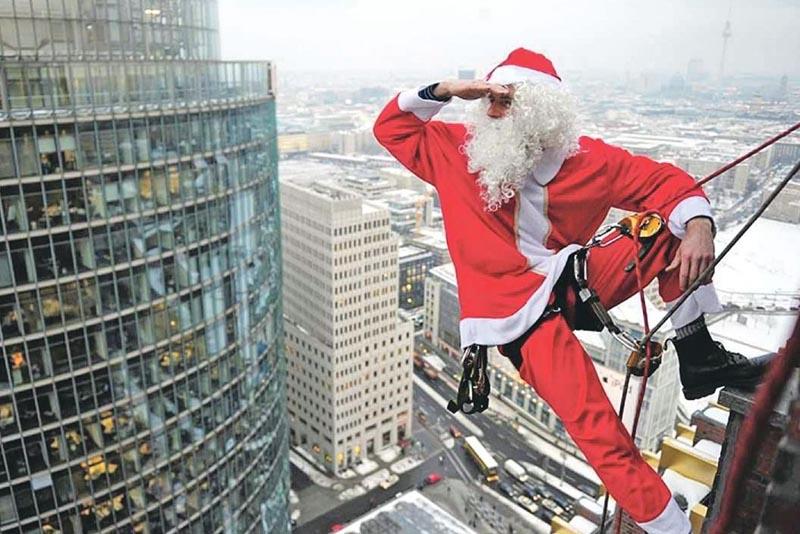 Дед Мороз в окне